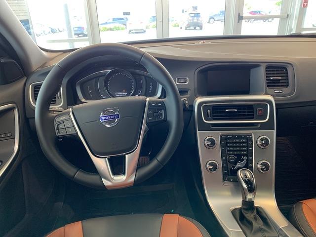 2018 Volvo V60 Cross Country (64100)
