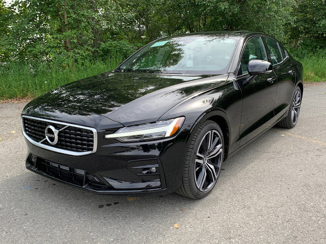 Schedule a test drive in this 2019 {make S60