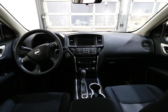 2017 Nissan Pathfinder (U1937)