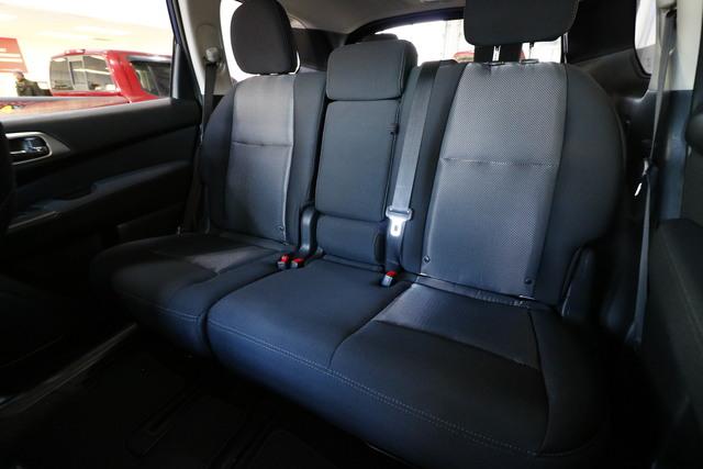 2017 Nissan Pathfinder (U1938)