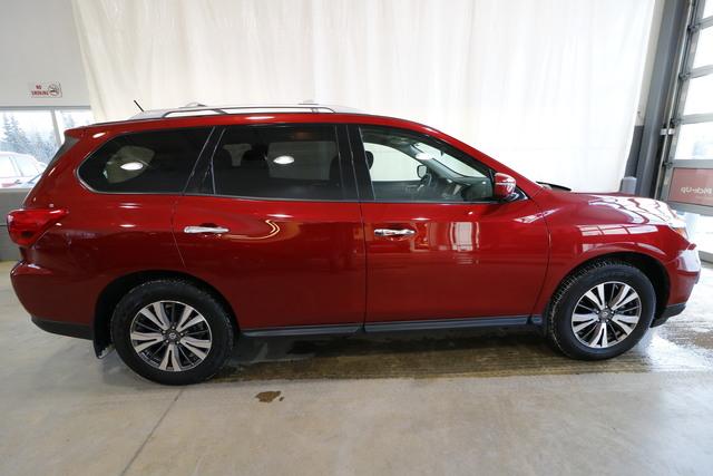 2017 Nissan Pathfinder (U1939)