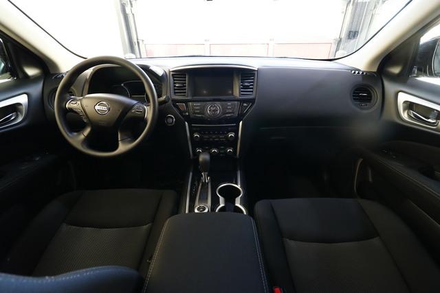 2017 Nissan Pathfinder (U4947)