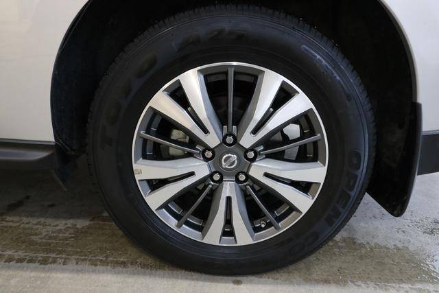 2017 Nissan Pathfinder (U4953)