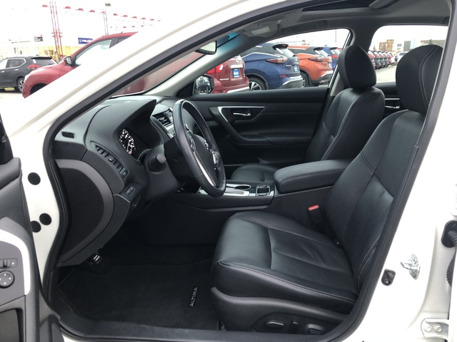 2016 Nissan Altima (U57318-1)