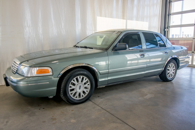 2005 Ford Crown Victoria (U64065-1)